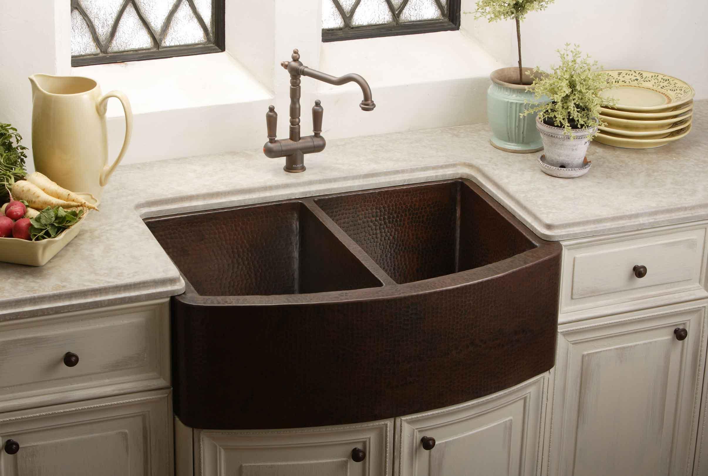 Farmhouse Sink | Nomadic Decorator