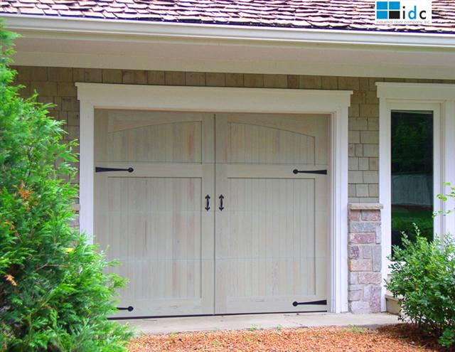 Beautiful garage doors nomadic decorator for Beautiful garage doors