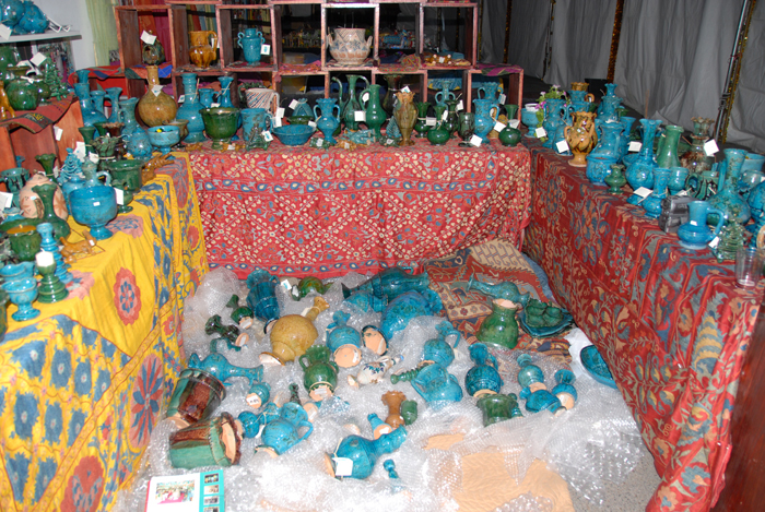 Unpacking-Istalif-Pottery-for-Santa-Fe-Folk-Art-Market-via-Jindhag-Foundation