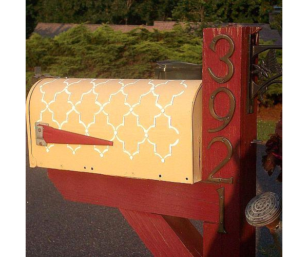 Stenciled Mailbox on Hometalk