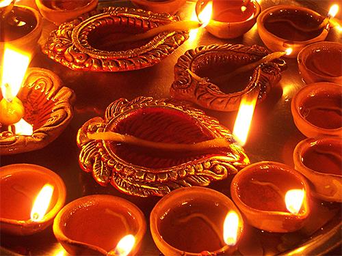 Diwali Diyas via Wikipedia