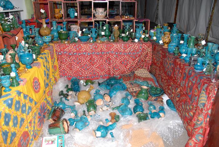 Unpacking-Istalif-Pottery-for-Santa-Fe-Folk-Art-Market-via-Jindhag-Foundation