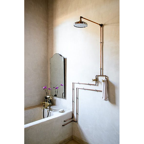 Exposed-Copper-Pipes-in-Shower